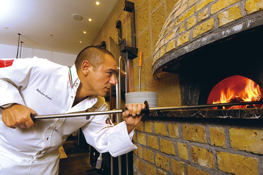 サルヴァトーレクオモ小矢部のピザ テイクアウト