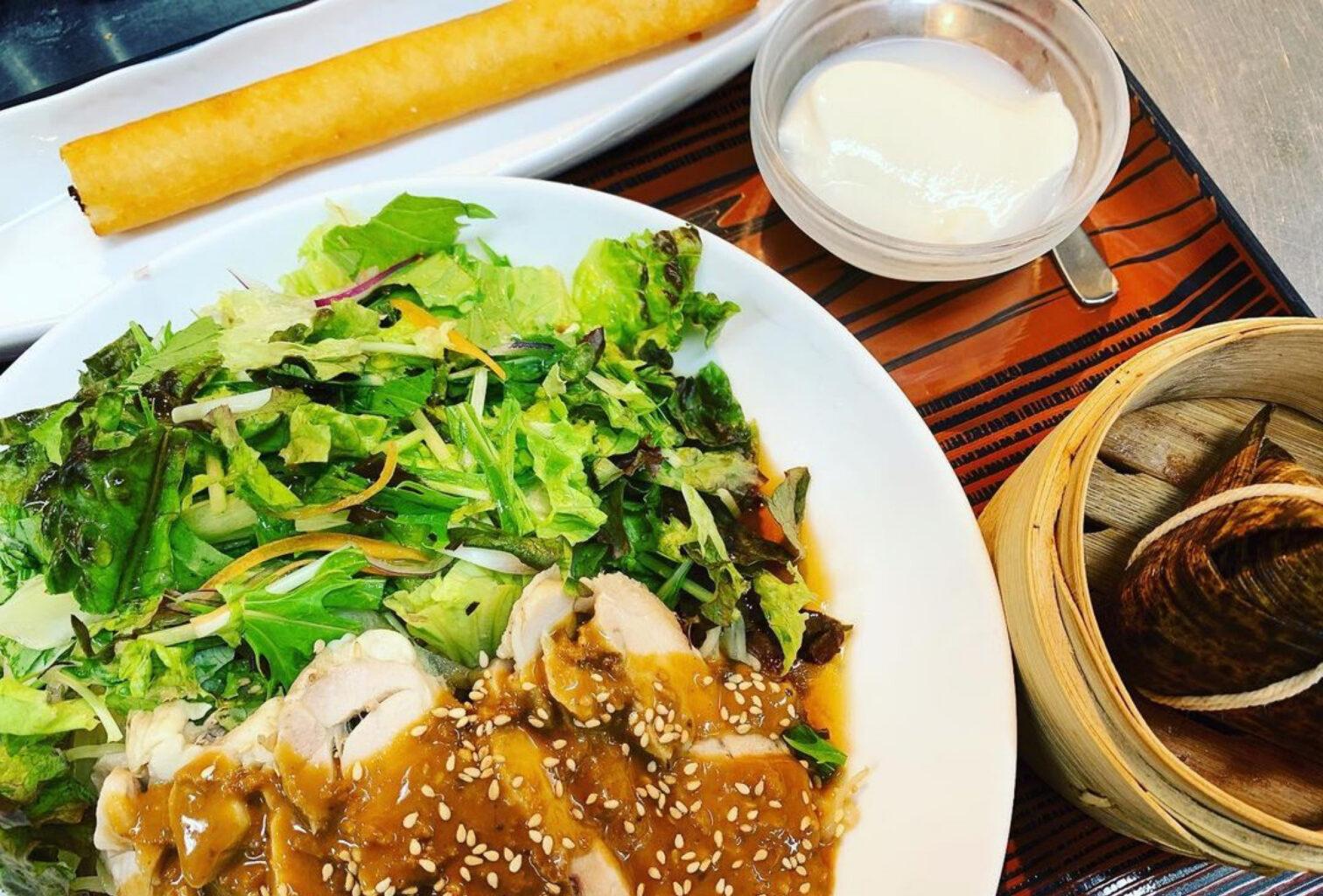 紅虎餃子房の蒸し鶏冷麺
